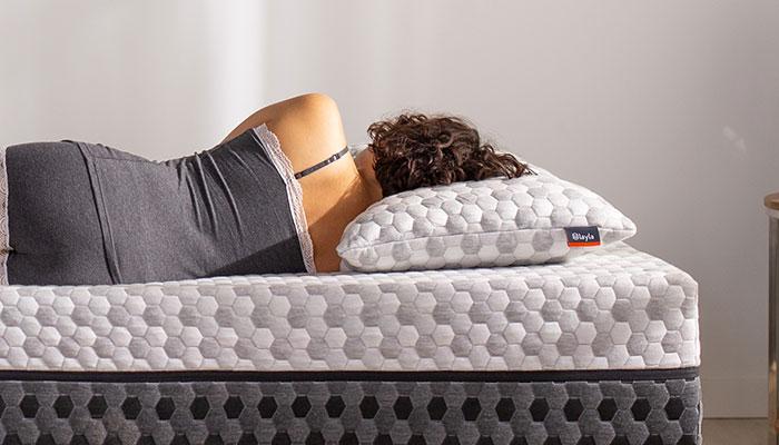 Kapok-Pillow-lady